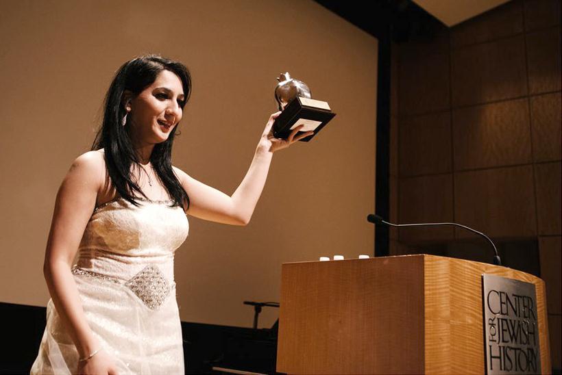 Kuwaiti star Ema Shah receiving the Pomegranate Award